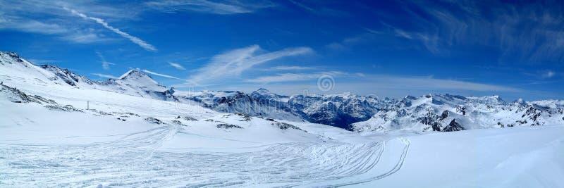 Panorama nevado das montanhas foto de stock royalty free