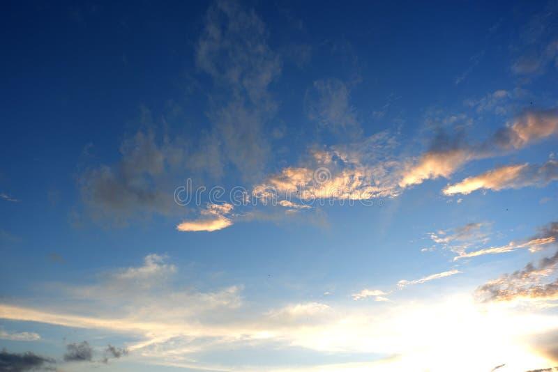 Panorama niebieskiego nieba tło fotografia stock