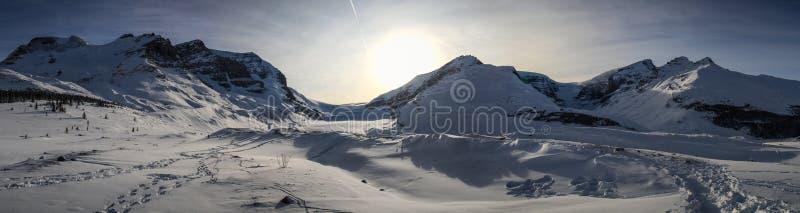 Panorama no icefield de Colômbia entre o jaspe e o Banff, Alberta, Canadá foto de stock