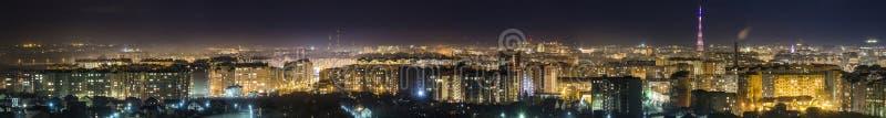 Panorama nocy widok z lotu ptaka Ivano-Frankivsk miasto, Ukraina w obraz stock