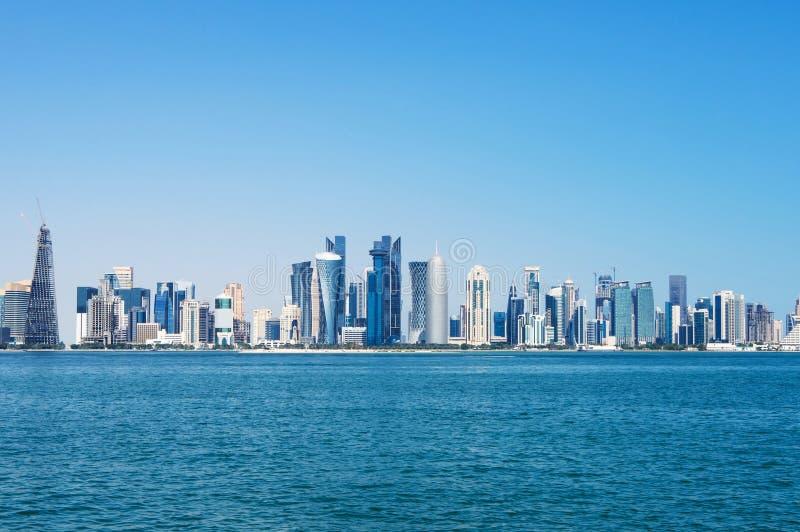 Panorama nowożytni drapacz chmur w Doha, Katar fotografia stock