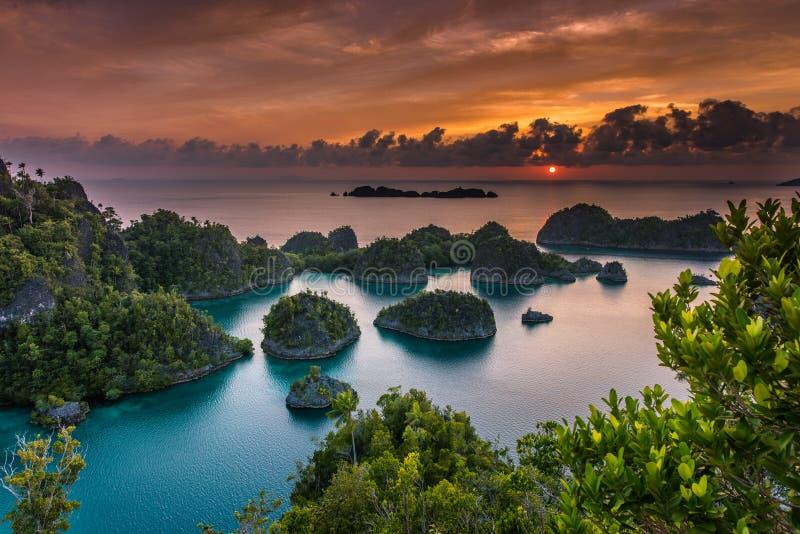 Panorama ?o?nierza piechoty morskiej rezerwy Raja Ampat w Nowej gwinei fotografia stock