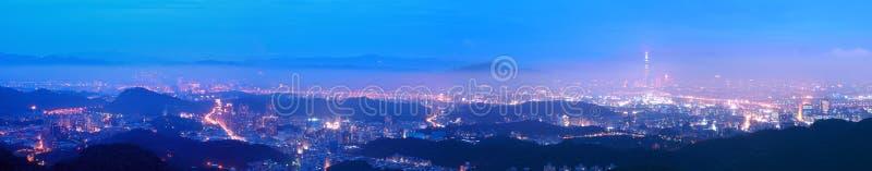 Panorama obrazek Taipei miasto przy nocą obrazy stock