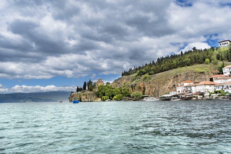 Panorama Ohrid Mazedonien der Kirche von St. John Kaneo lizenzfreie stockbilder