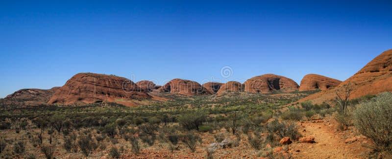 Panorama op de olgas overkoepelde rotsen, Noordelijk Grondgebied, Australië stock afbeelding