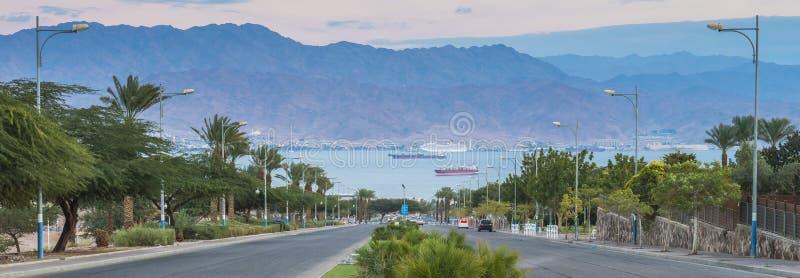 Panorama op het Rode Overzees en de vrachtschepen stock afbeeldingen