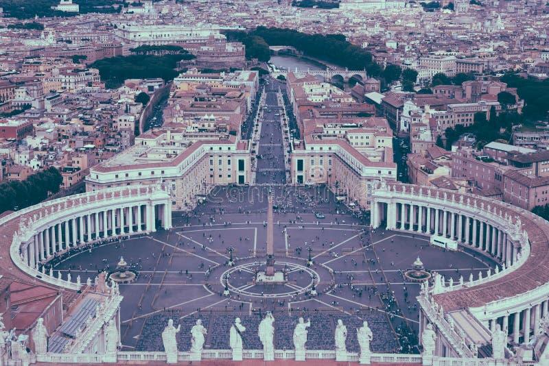 Panorama op het St Peter vierkant en de stad van Rome stock foto