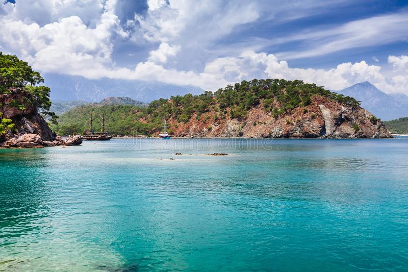 Panorama op overzeese kust dichtbij Kemer, Antalya, Turkije royalty-vrije stock afbeelding