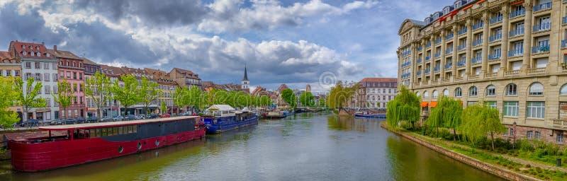 Panorama op rivier Ziek in de stadscentrum van Straatsburg royalty-vrije stock afbeeldingen