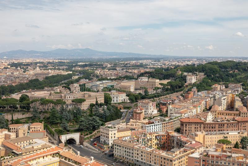 Panorama op stad van Rome van Pauselijke Basiliek van St Peter stock afbeeldingen