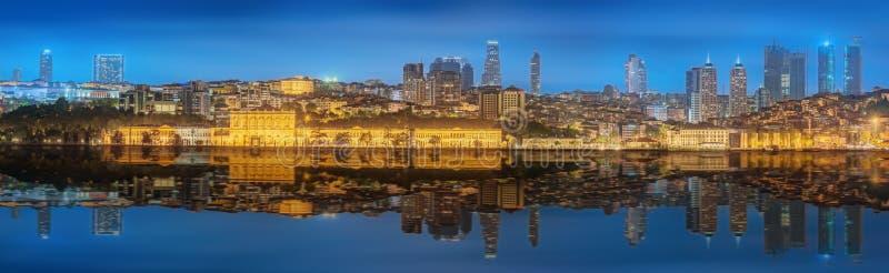 Panorama-OS Istanbul und Bosporus nachts stockbild