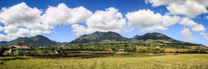 Panorama over de bergen en de padievelden van Ruteng, Eiland Flores, Indonesië royalty-vrije stock afbeeldingen