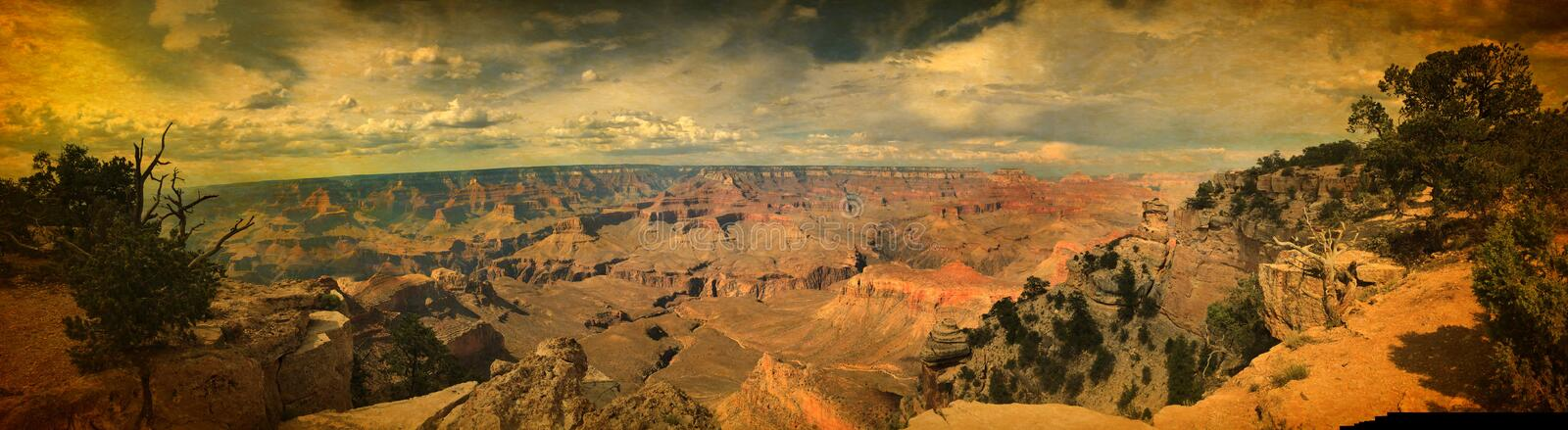 Panorama over Grand Canyon -bergenwijnoogst stock afbeeldingen