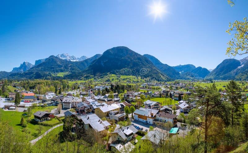 Panorama over Lofer dichtbij Salzburg, Oostenrijk stock foto's