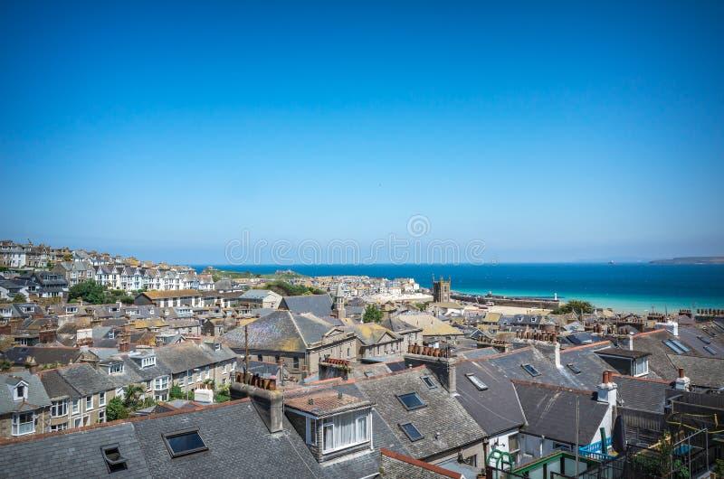 Panorama over St Ives daken en haven Cornwall stock afbeelding