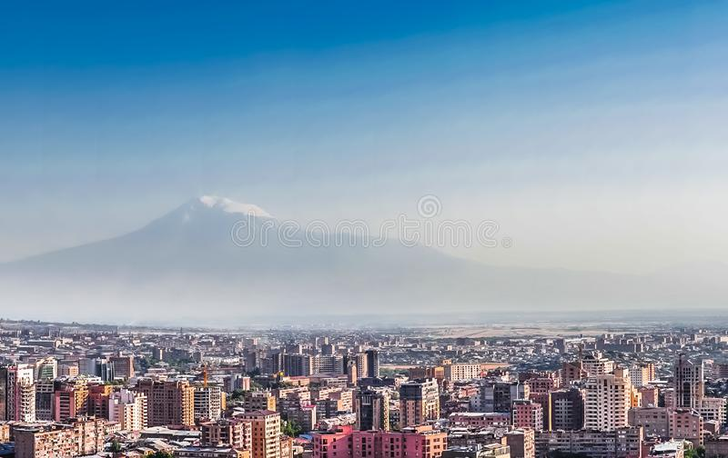 Panorama over Yerevan Stad, mening met majestueuze Ararat-berg, Armenië royalty-vrije stock foto