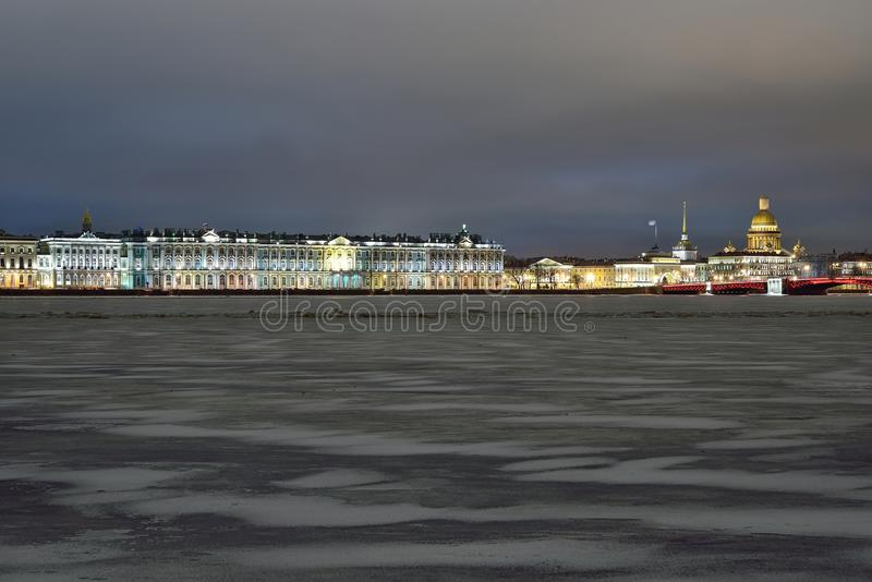 Panorama pałac bulwaru zimy noc w świętym Petersburg zdjęcia royalty free