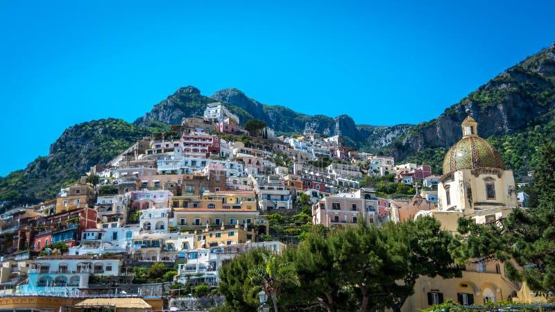 Panorama piękny miasteczko przybrzeżne - Positano Amalfi wybrzeżem w Włochy podczas lata światła dziennego, Positano, Włochy obraz royalty free