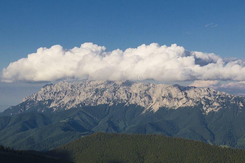 Panorama Piatra Craiului fotografering för bildbyråer