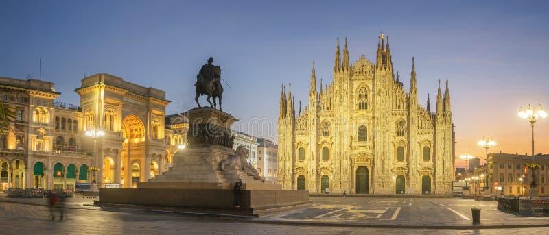 Panorama piazza Del Duomo, Mediolan - obraz stock