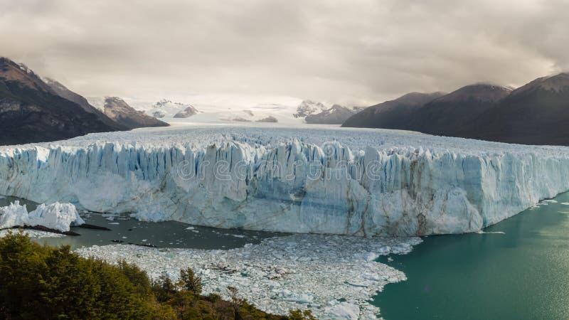 Panorama- pic av Peritoen Moreno Glacier i staden för El Calafate, söder av Patagonia i Argentina Glaciärnationalpark arkivbild