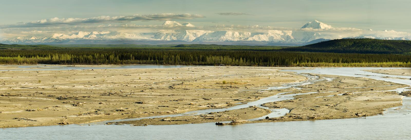 Panorama pieno di sole del Alaskan di sera fotografia stock libera da diritti