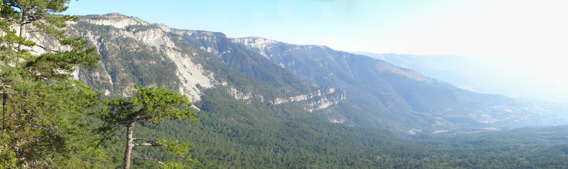 Panorama pieno di sole di paesaggio della montagna fotografia stock libera da diritti