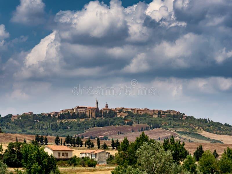 Download Panorama Pienza w Tuscany zdjęcie stock. Obraz złożonej z panorama - 57650602