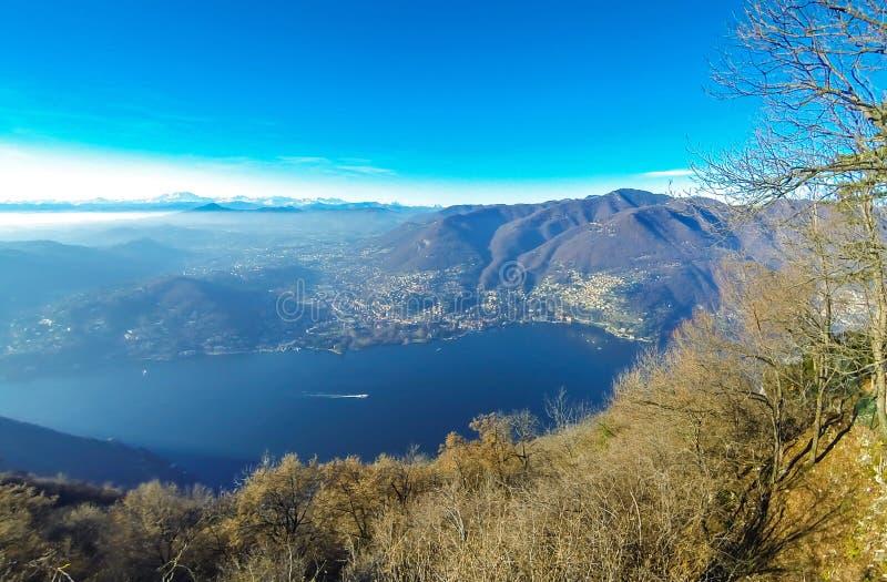 Panorama pintoresco del lago Como, Lombardía, Italia fotos de archivo