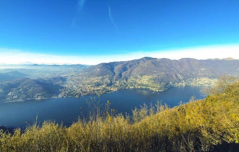 Panorama pintoresco del lago Como, Lombardía, Italia imagen de archivo