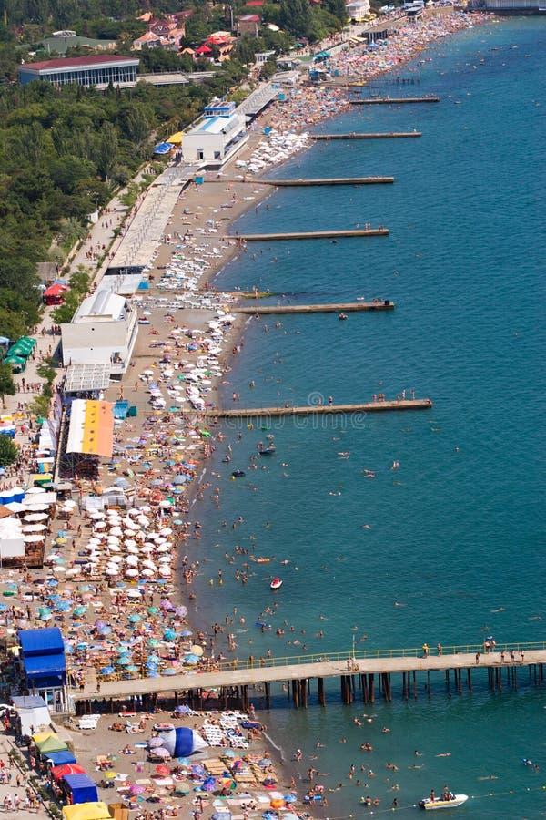 panorama plaży zatłoczona zdjęcie stock