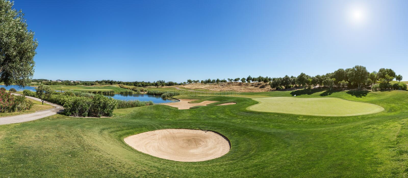 Panorama pole golfowe piaska oklepiec fotografia royalty free