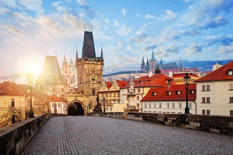 panorama Prague Charles most i Lesser Grodzki mostu wierza w Praga, republika czech obraz stock