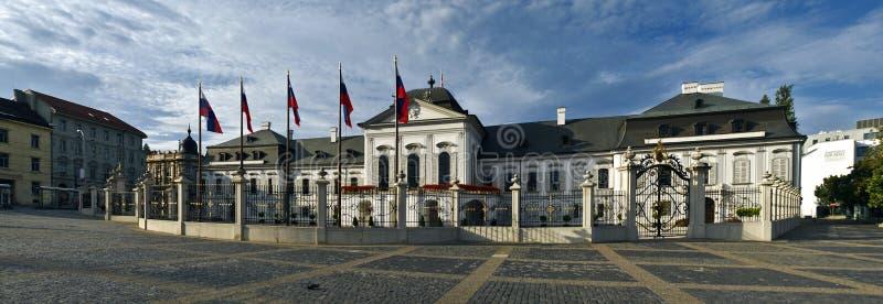 Panorama presidenziale di Bratislava del palazzo fotografie stock