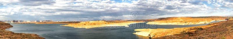 Panorama: Puesta del sol de Powell Dam del lago - Glen Canyon, página, Arizona, AZ foto de archivo libre de regalías