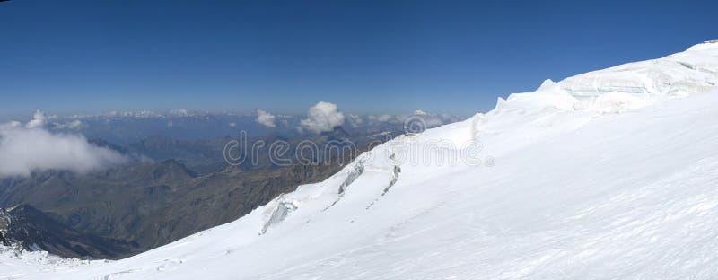 Panorama que sube en el glaciar imagen de archivo libre de regalías