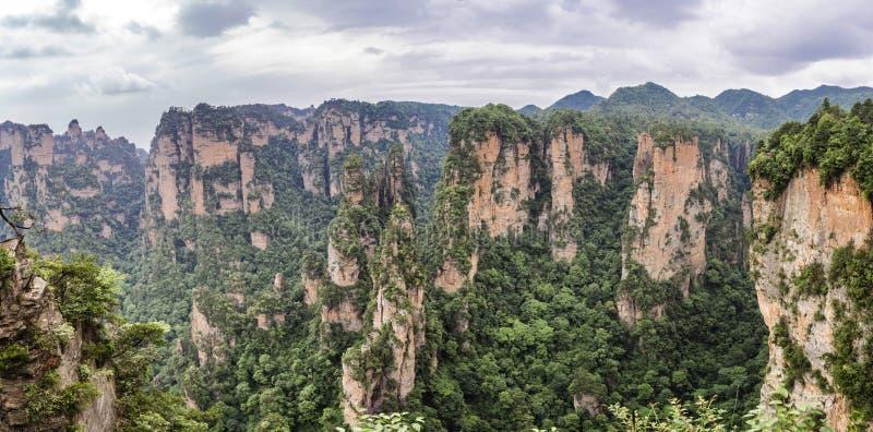 Panorama : Région scénique de Yuanjiajie, Wulingyuan, Zhangjiajie Forest Park national, province de Hunan, Chine, Asie images stock