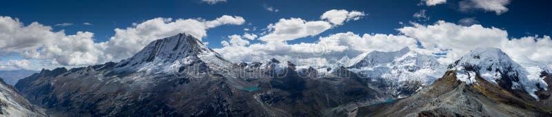Panorama renversant du Blanca de Cordillère au Pérou photo stock