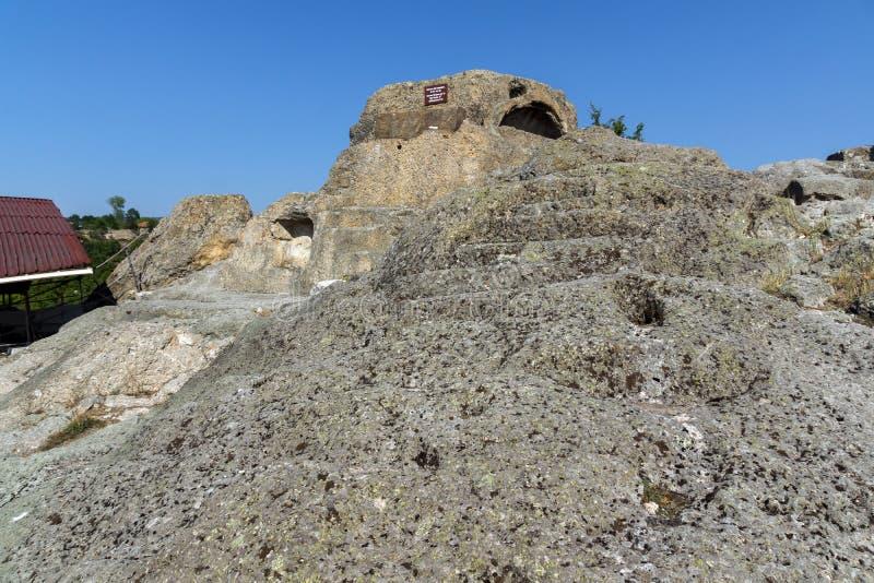 Panorama runt om gravvalvet av Orpheus i den antika Thracian fristaden Tatul, Kardzhali region arkivfoton