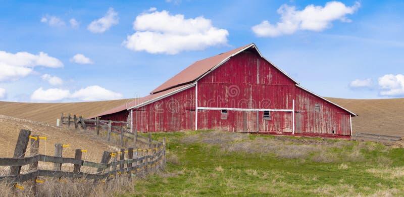 Panorama rural do celeiro. fotografia de stock royalty free