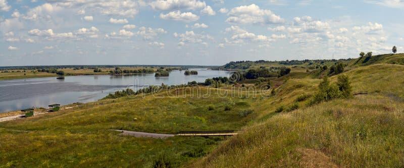 panorama Ryssen s?tter in Den Ryazan regionen Konstantinovo Ryssland fotografering för bildbyråer