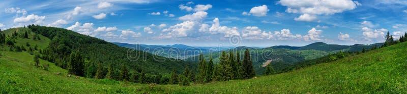 Panorama's tijdens bergopwaartse Makovytsya de Oekraïne royalty-vrije stock afbeelding
