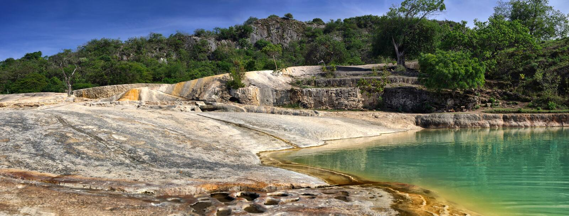 Panorama's van de Cascades minerale lentes Hierve Gr Agua i royalty-vrije stock foto's