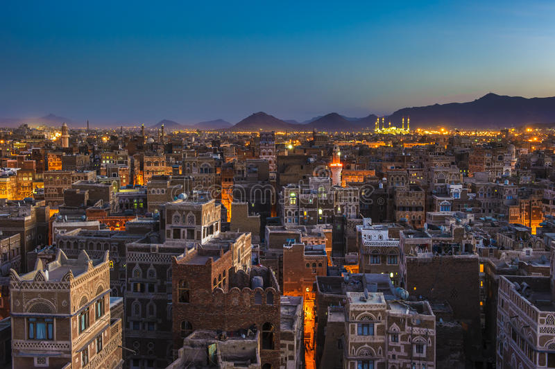 Panorama Sanaa przy nocą, Jemen fotografia stock