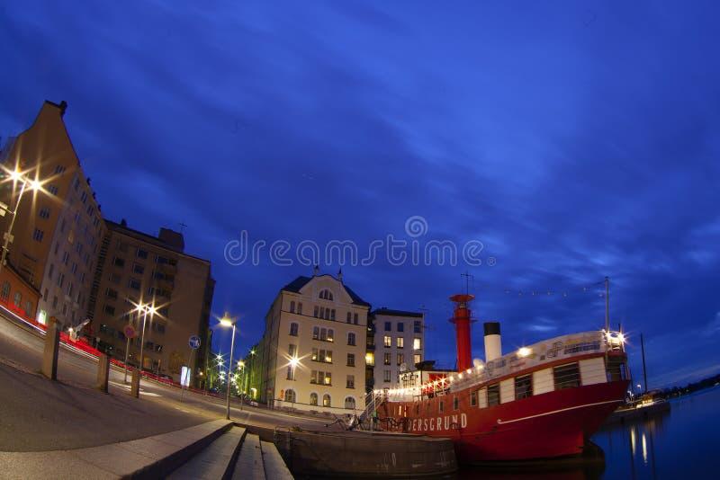 Panorama scénique de nuit de la vieille ville à Helsinki images libres de droits