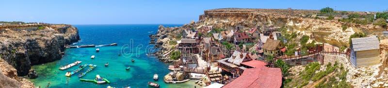 Panorama scénique de village de Popeye à Malte photo stock