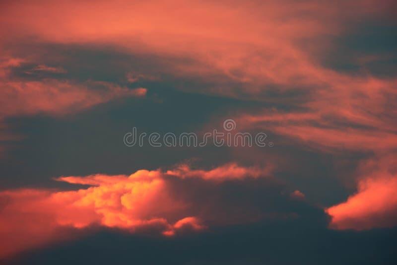 Panorama schön von der abstrakten CUMULONIMBUS-Wolke im Morgenhintergrund für Prognose und Meteorologiekonzept stockbild
