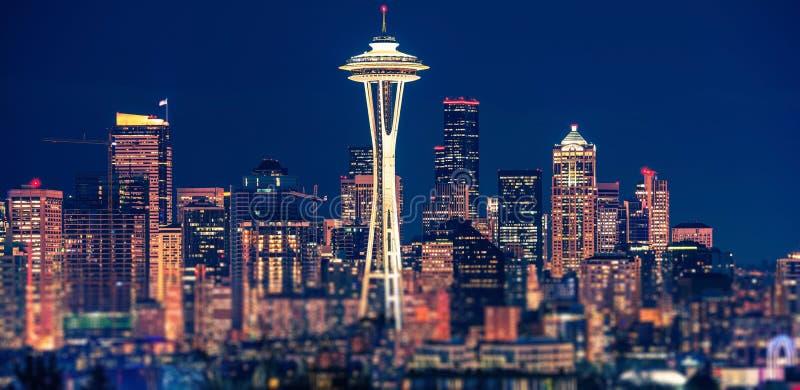 Panorama- Seattle natt fotografering för bildbyråer