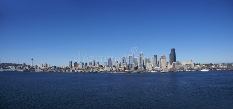 Panorama - Seattle-Ufergegend-Skyline lizenzfreie stockfotografie
