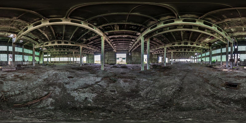 Panorama sferico senza cuciture completo di hdri 360 gradi di vista di angolo dentro il capannone rovinato abbandonato della fabb immagine stock libera da diritti